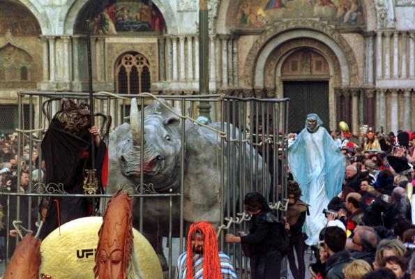 l'arrivo del grande rinoceronte 1999 foto merola